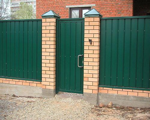 Ворота распашные металлические с калиткой для дачи цена в Томилино